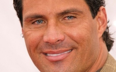 Jose_Canseco_shoots_finger